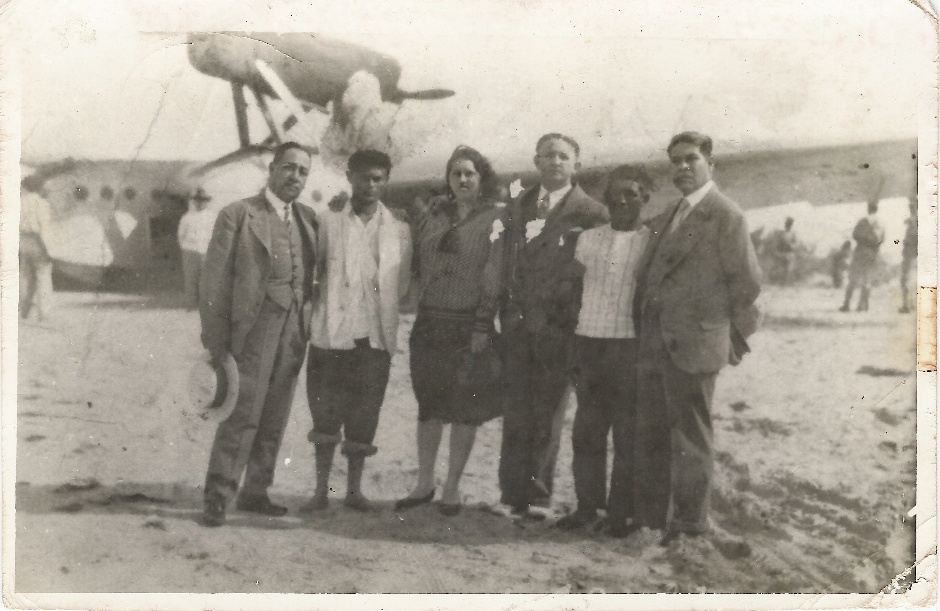 2. Los pescadores Irola y Tzuc (segundo y quinto de iz. a de