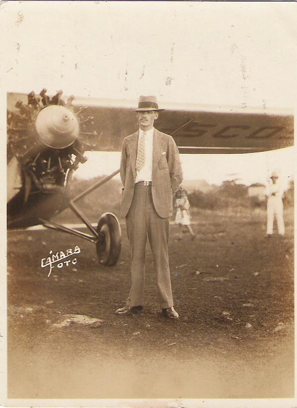 3. C.J Robinson trajo el primer avión con el cual voló de Mi
