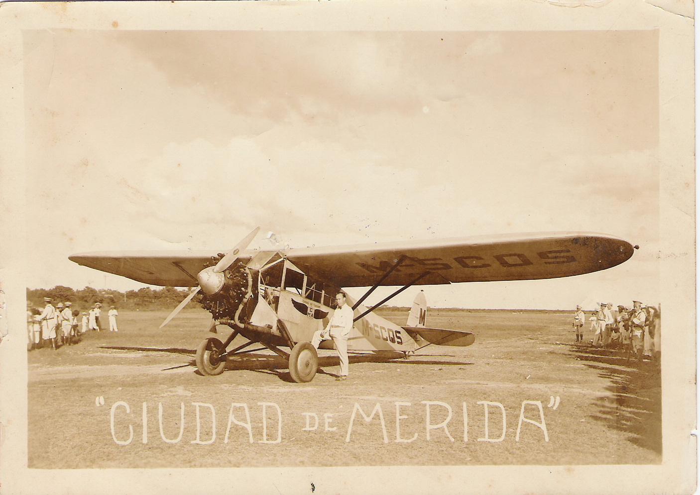 8. Avión Fairchild Ciudad de Mérida y el piloto americano B
